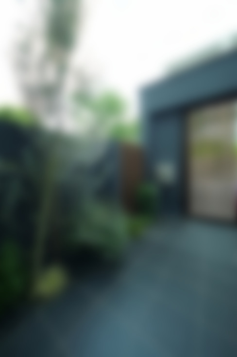 モダンなアプローチ: TERAJIMA ARCHITECTSが手掛けた家です。