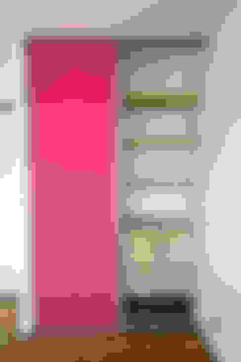 Placard: Chambre d'enfant de style  par Anne Martins Design