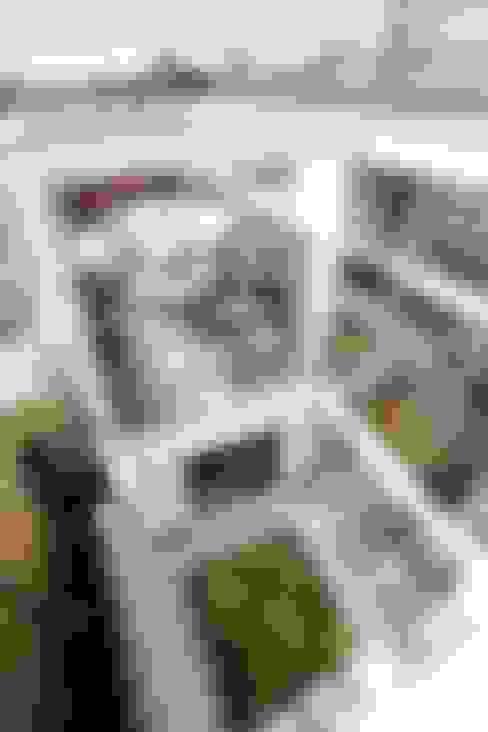 テラスと中庭に向かって開く住まい: TERAJIMA ARCHITECTSが手掛けたテラス・ベランダです。