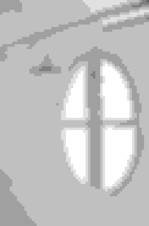 Departamento en Recoleta I: Ventanas de estilo  por GUTMAN+LEHRER ARQUITECTAS
