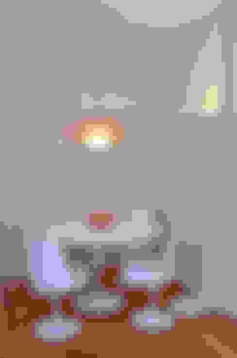 Sala da pranzo in stile  di GUTMAN+LEHRER ARQUITECTAS