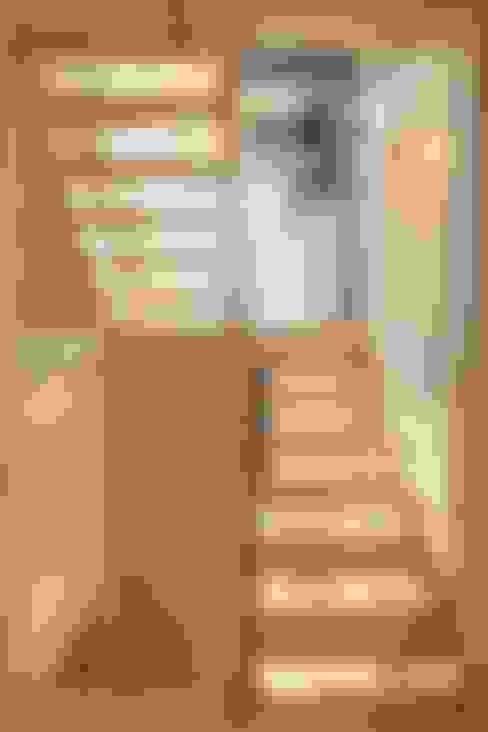 川越の家: 株式会社FAR EAST [ファーイースト]が手掛けた廊下 & 玄関です。