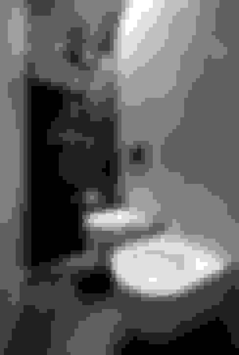 viola: Bagno in stile  di 23bassi studio di architettura
