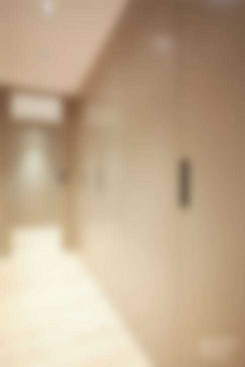 Corridor, hallway & stairs  by Dröm Living