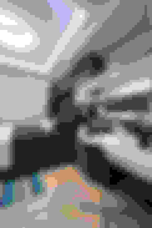 SHOW ROOM EM ITAPEMA, SANTA CATARINA: Quartos  por Athos Peruzzolo Arquitetura