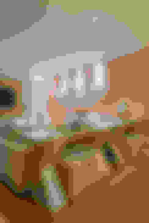 Casa Cor PR 2012: Salas de estar  por Rolim de Moura Arquitetura e Interiores