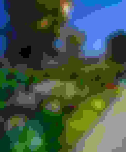 Jardines de estilo  por VICTORIA PLASENCIA INTERIORISMO