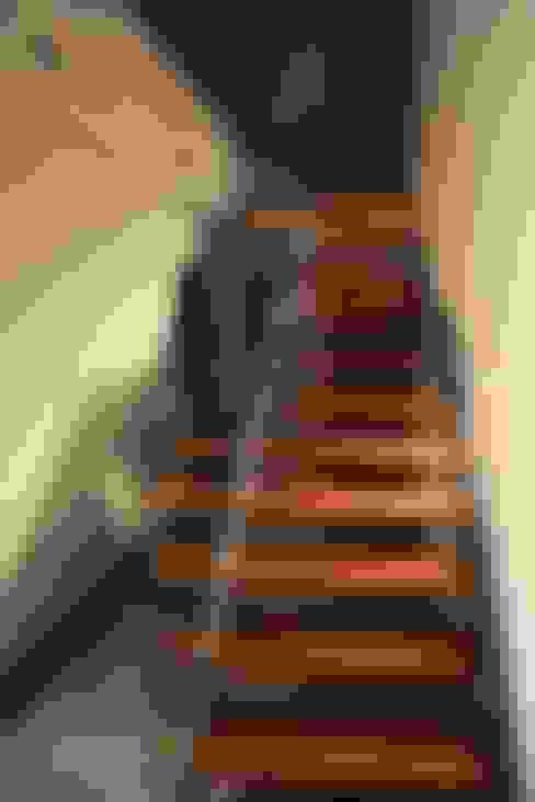 Corridor & hallway by ESTUDIO P ARQUITECTO