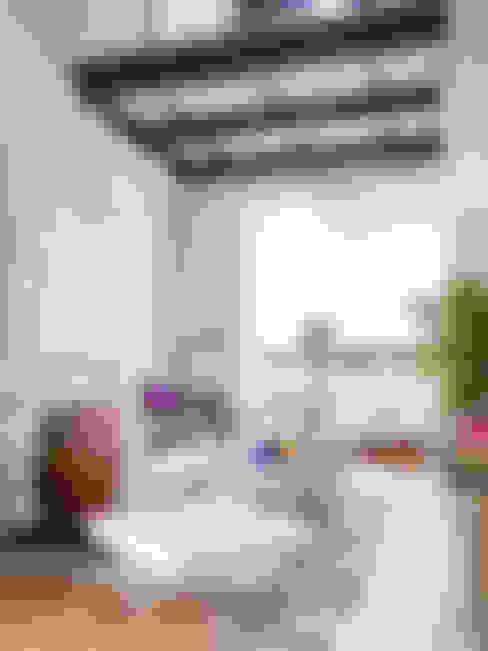 Living room by BELEN FERRANDIZ INTERIOR DESIGN
