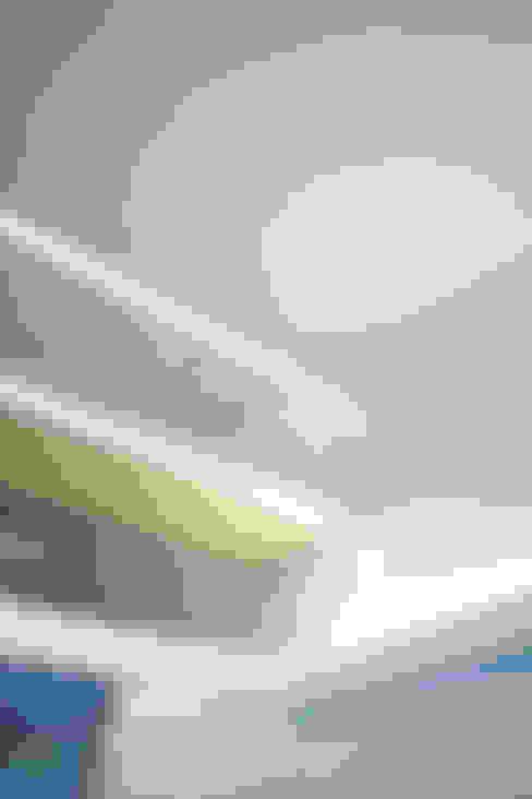 Salas / recibidores de estilo  por IDÉEAA _ 이데아키텍츠