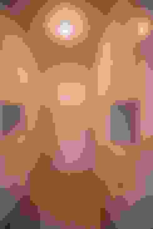 غرفة الملابس تنفيذ ESTUDIO TANGUMA