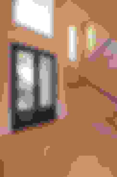 Parrado Arquitecturaが手掛けた廊下 & 玄関