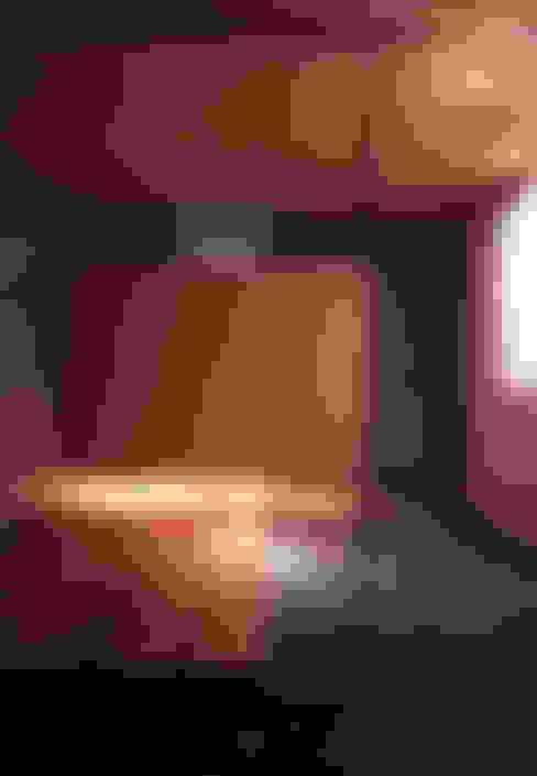 Pasillos y recibidores de estilo  por 髙岡建築研究室