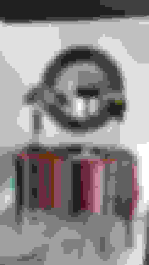 Proyecto de interiorismo residencial en Marbella: Pasillos y vestíbulos de estilo  de Estudio Reverso