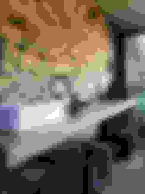 La Matera: Baños de estilo  por Estudio Emilio Maurette Arquitectos