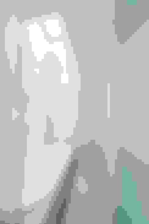 十和田石のバスルーム: ディンプル建築設計事務所が手掛けた浴室です。