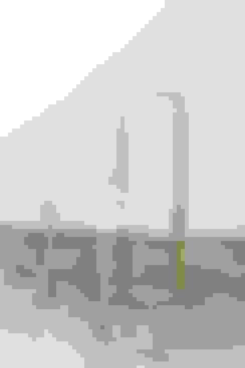 Shallow chair: ディンプル建築設計事務所が手掛けたアートです。