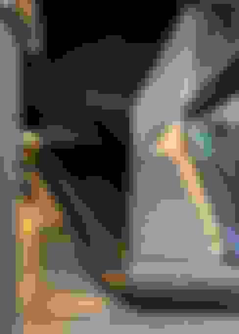 Koridor dan lorong by Nico Van Der Meulen Architects