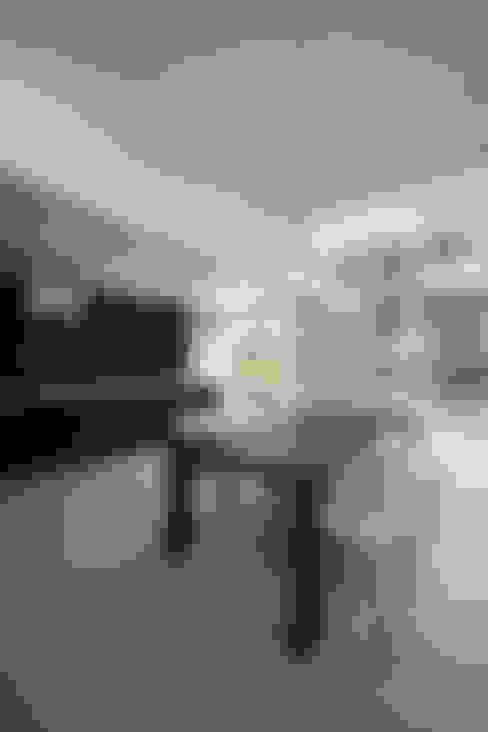 house in karuizawa: 株式会社廣田悟建築設計事務所が手掛けたダイニングです。