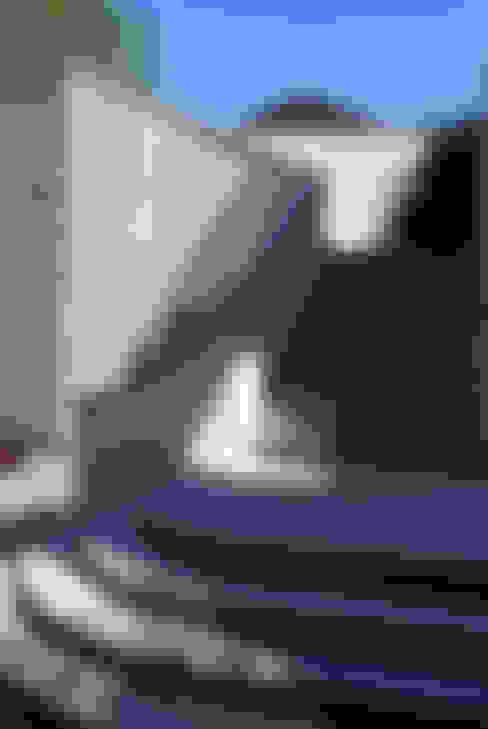 SCALINATA IN PIETRA SERENA: Case in stile  di RASPANTI PIETRA SERENA SRL