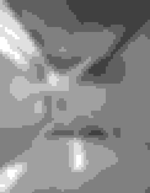 Corridor and hallway by 山本想太郎設計アトリエ