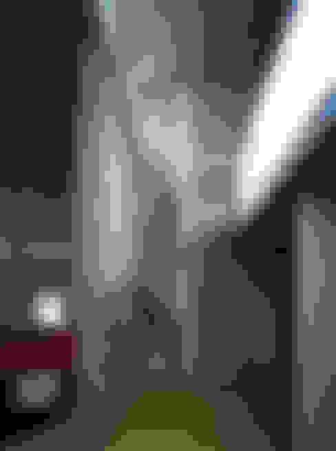 Corridor, hallway by 桐山和広建築設計事務所