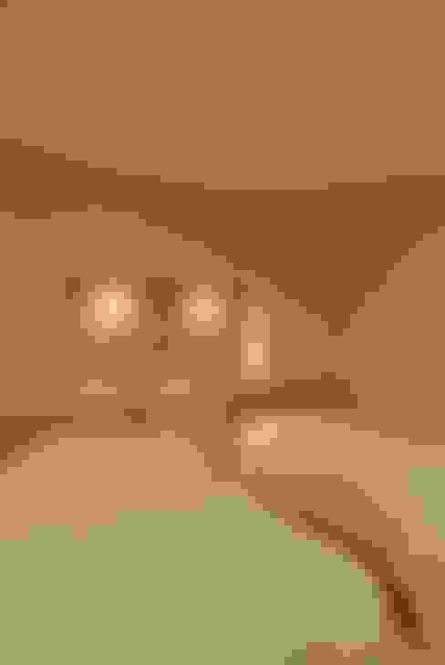 熱海・伊豆山の家: 川口孝男建築設計事務所が手掛けた寝室です。