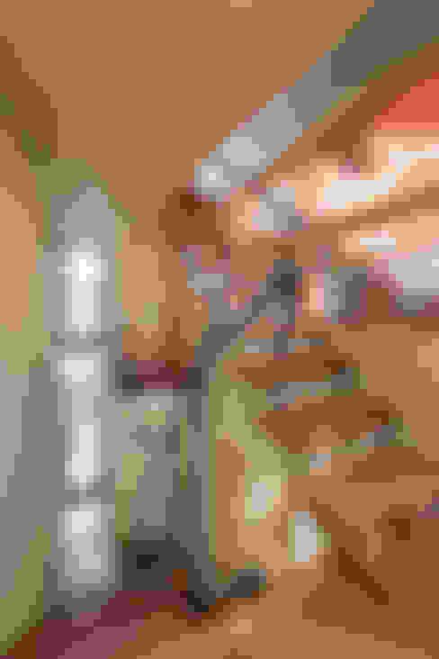 桑名の家: Nobuyoshi Hayashiが手掛けた廊下 & 玄関です。