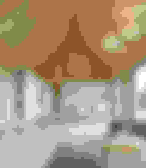 Livings de estilo  por INT2architecture