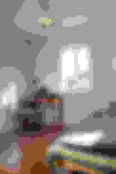 『 ふんわり北欧スタイルのすまい 』:  Live Sumai - アズ・コンストラクション -が手掛けた寝室です。