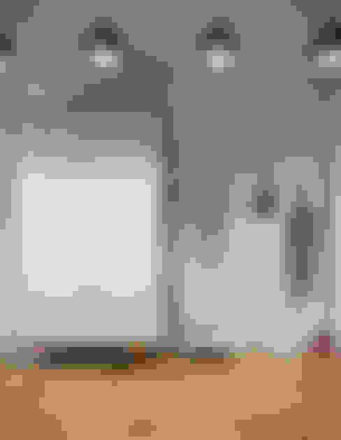 Pasillos y hall de entrada de estilo  por D-SAV     ДИЗАЙН ИНТЕРЬЕРА И АРХИТЕКТУРА