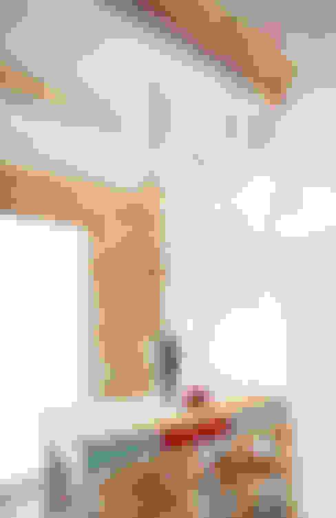 Casa Vitelli: Sala da pranzo in stile  di Ossigeno Architettura