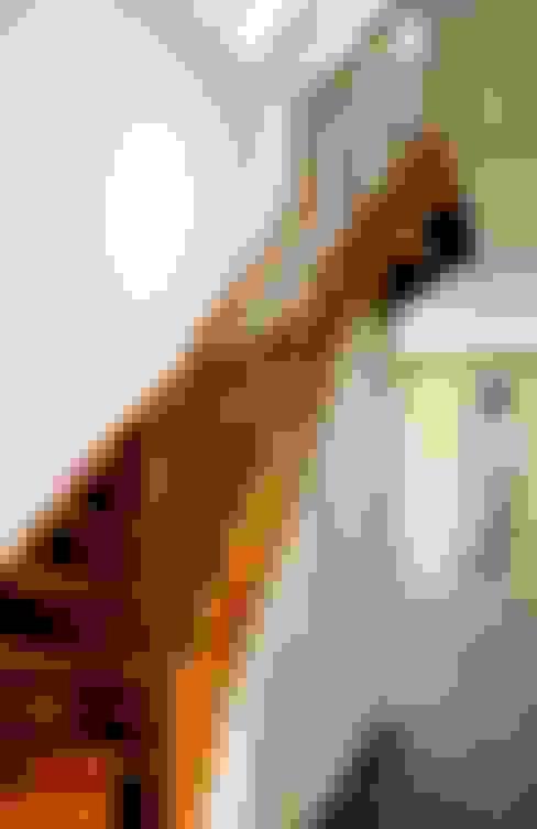 Corridor & hallway by Elkin + Brombach Architekten