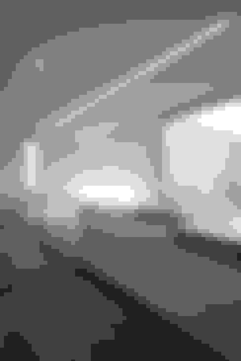 O House: 藤井直也デザイン事務所が手掛けたキッチンです。