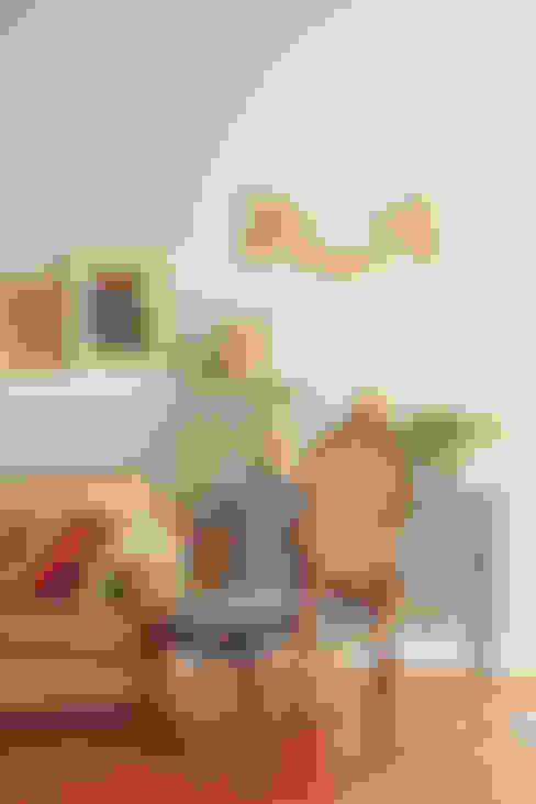 Living room by Marcia Pellegrini Designer + Interiores