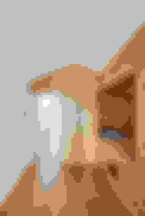 Casa Cedofeita: Quartos de criança  por Floret Arquitectura