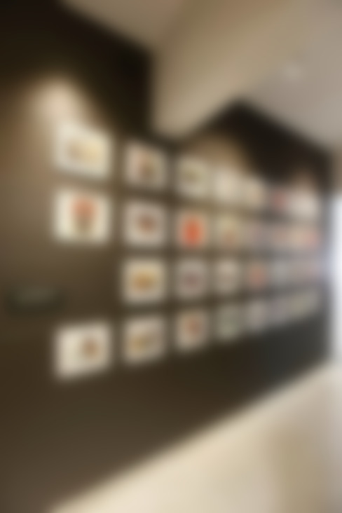 Khar Residence:  Corridor & hallway by SwitchOver Studio