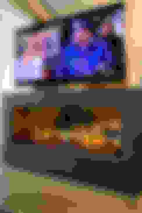 Multimedia room by Dinastia Designs