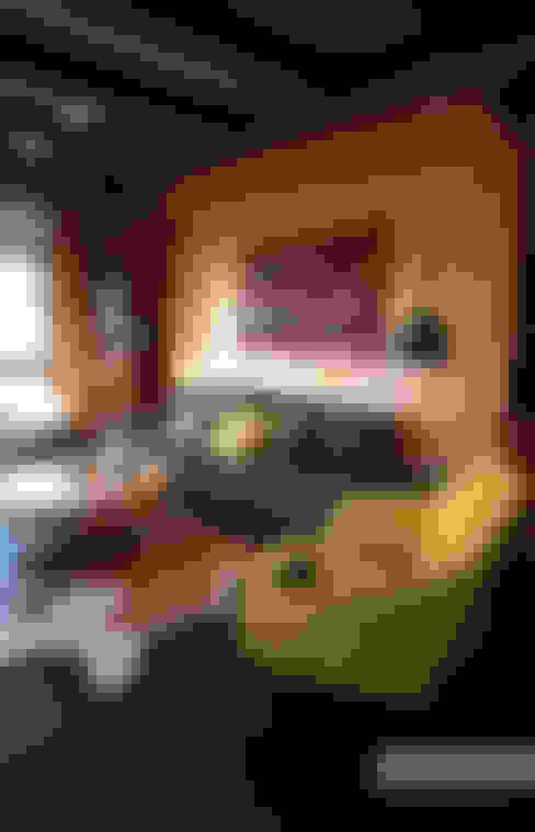 Загородный дом в Приозерске: Гостиная в . Автор – Kitole
