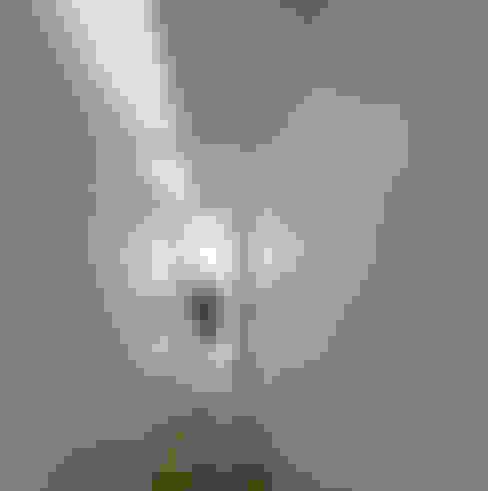 REMODELAÇÃO_APARTAMENTO RESTELO | Lisboa | PT: Corredores e halls de entrada  por OW ARQUITECTOS lda | simplicity works