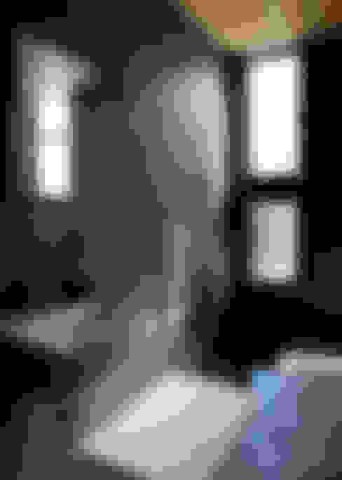 綱島の住宅: 山本晃之建築設計事務所が手掛けた浴室です。