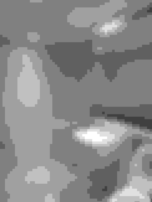 Casas de banho  por 디자인 컴퍼니 에스