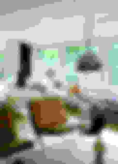 Colección Clásico-Moderno: Livings de estilo  por BROWN ST