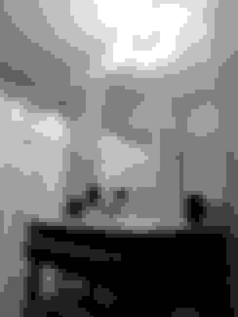 """REMODELACION VIVIENDA """"VDR""""   VILLA DEL ROSARIO, CBA.: Baños de estilo  por Cabello Jalil Arquitectas"""