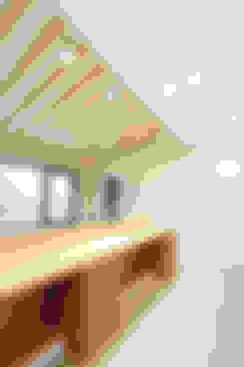 마산 구산면 주택 인테리어 : 핸디디자인 의  복도 & 현관