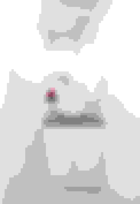 Banheiro: Banheiros  por INÁ Arquitetura