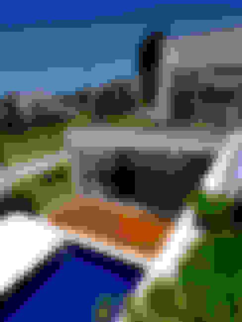 Tetos jardim vista para a piscina: Jardins  por Libório Gândara Ateliê de Arquitetura