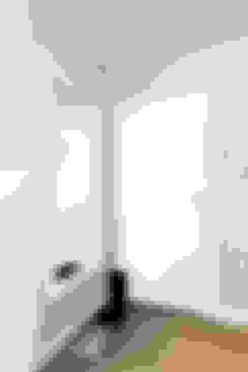 Dormitorios de estilo  por Decoroom