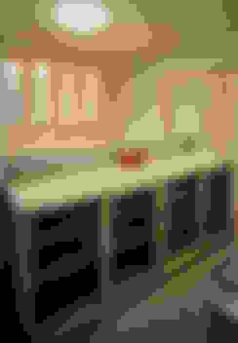Cocina de estilo  por 小栗建築設計室