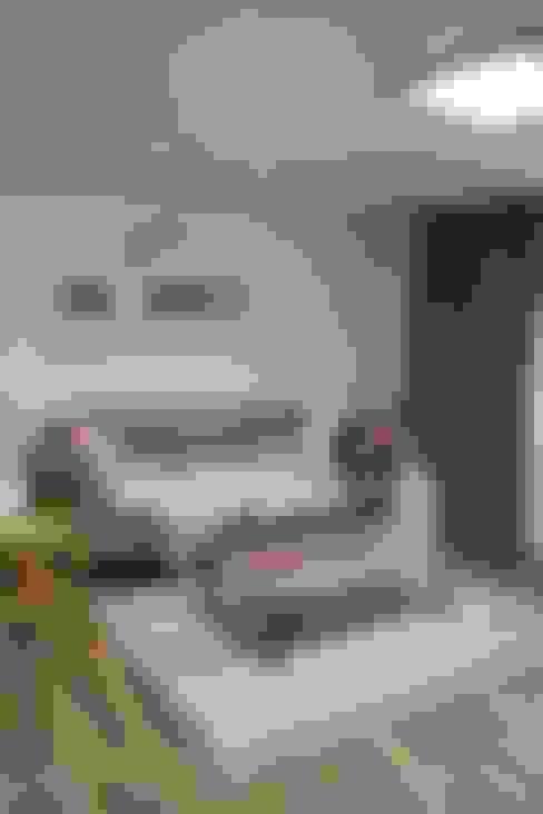 Living room by 더홈인테리어